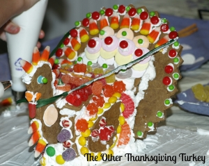 Planning Thanksgiving dinner for a crowd, including a cooking timeline and a bonus DIY craft - a gingerbread turkey